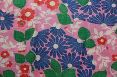1 yard Vintage cotton floral fabric pink by duchesstrading Vintage Fabrics, Vintage Patterns, Fabric Patterns, Floral Patterns, Vintage Cotton, Surface Pattern Design, Floral Fabric, White Flowers, 1940s