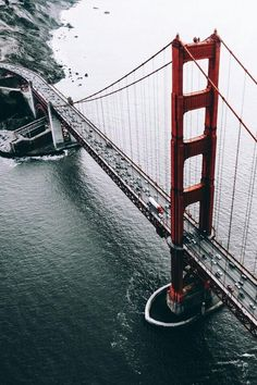 The Golden Gate Bridge is a suspension bridge that was built to connect San Francisco to Marin County. Here are our 6 informative Golden Gate Bridge facts. Oh The Places You'll Go, Places To Travel, Places To Visit, Pier Santa Monica, Puente Golden Gate, Baie De San Francisco, Adventure Is Out There, Golden Gate Bridge, Belle Photo