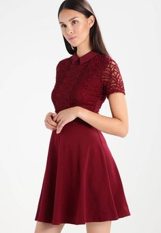 99ef7ad199ab8f Dorothy Perkins. TWO-TONE LACE - Korte jurk - red. Materiaal buitenlaag