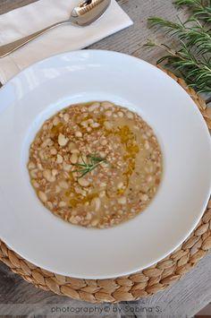 zuppa farro e fagioli cannellini Farro Recipes, Soup Recipes, Vegan Recipes, Quinoa Soup, Soup And Sandwich, Pasta Dishes, My Favorite Food, Italian Recipes, Food Inspiration
