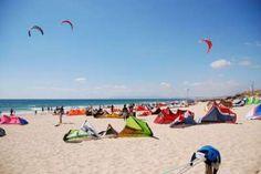 Entre Barcelone et Sitges, et plus particulièrement à Castelldefels, nous vous accueillons toute l'année dans des conditions exceptionnelles en bord de mer, avec un climat ensoleillé propice à la pratique du kitesurf, et la possibilité de profiter de la richesse sportive et culturelle de la région. Pour + d'informations, consultez notre page : www.ouisportspirit.com