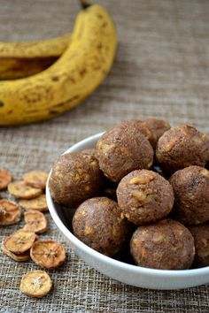 If you are a fan of banana bread then you will love these protein packed energy balls. Protein Snacks, Protein Bites, Energy Snacks, Vegan Snacks, Paleo Protein Balls, Paleo Energy Balls, Protein Energy, Tasty Snacks, Protein Muffins