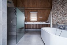Project V is a private residence located in The Netherlands. It was designed by Doret Schulkes Interieurarchitecten. 1 Photos courtesy of Doret Schulkes Interieurarchitecten More. Bad Inspiration, Bathroom Inspiration, Farmhouse Design, Modern Farmhouse, Bad Styling, Barn Renovation, Wood Bath, White Interior Design, Wood Windows