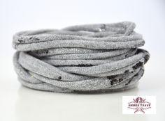 http://www.andreatraub.com/shop/armband-stoff-hell-grau-mit-glitzereffekten-in-silber-print-trendschmuck-wickelarmband-unisex/