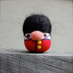 Ago feltrata guardia reale britannica uovo bambola su ordinazione