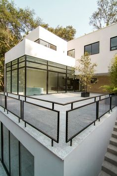 50 Incredible Glass Railing Design for Home Blacony 13 - Modern Glass Balcony Railing, Balcony Railing Design, Roof Design, Fence Design, Indoor Railing, Roof Balcony, Glass Stairs, Glass Walls, Glass Roof