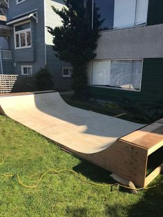 Here are some tips for how we built our own DIY mini ramp in our backyard, and some recommendations for building your very own front-yard mini! Mini Skate, Skate Ramp, Skate Surf, Bmx, Backyard Skatepark, Mini Ramp, Skateboard Ramps, Kids Skates, Backyard Projects