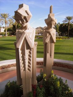 Phoenix, Arizona Biltmore Hotel : Reproductions of the geometric 'sprite' statues originally designed by sculptor Alfonso Iannelli for Midway Gardens project in Chicago by FLW John Wright, Arizona Biltmore, Frank Lloyd Wright Buildings, Chicago, Dieselpunk, Architecture, Garden Projects, Les Oeuvres, American