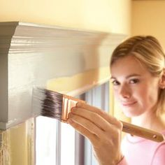 DIY Trim Painting Tips-How to repaint chipped, flaking or dirty moldings so they look like new; the secrets of a professional-looking job. Via the handyman Do It Yourself Furniture, Do It Yourself Home, Diy Furniture, Just In Case, Just For You, Home Decoracion, Do It Yourself Inspiration, Home Repairs, Deco Design