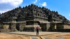 2017 YOGYAKARTA, INDONESIA TRAVEL GUIDE | ITINERARY, TOURIST ATTRACTIONS, BUDGET HOTELS Yogyakarta, the Small Kingdom Within a Republic and the Reasons to Visit It Yogyakarta, the special region on the island of Java, Indonesia is a fascinating subject of history and is as a result of the culminatio