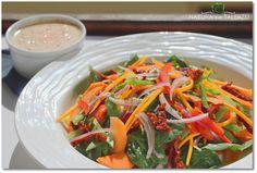 Wiosenna sałatka z sosem curry