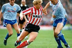 Sunderland 2 Man Utd 1 in Sept 1990 at Roker Park. Marco Gabbiadini tries to turn Mal Donaghy #Div1