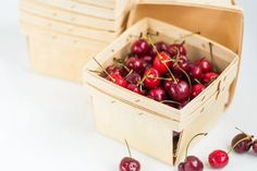 24 Wood Pint size Berry Baskets by FancyThatLoved on Etsy Affordable Wedding Favours, Creative Wedding Favors, Edible Wedding Favors, Wedding Favors For Guests, Party Favors, Bridesmaid Gifts From Bride, Bride Gifts, Groomsmen Proposal, Bridesmaid Proposal