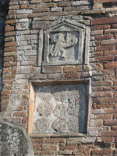 the romans in pompeii liked to have a penis on their house for good luck