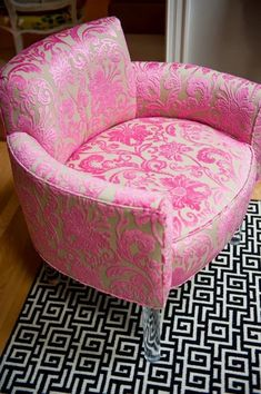 pink chair to decorate a pink room Decoration Shabby, Pink Furniture, Pink Houses, Pink Room, Everything Pink, Take A Seat, My New Room, Upholstery, Sweet Home