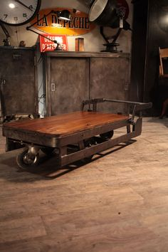 table basse charriot d'usine ancienne