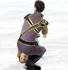 Competitive Ice Skating gone wrong! - Optical Illusions in photos