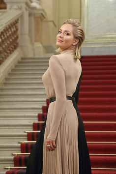 👗👛 Dress&Clutch by Prague, High Neck Dress, Events, Gowns, Outfits, Dresses, Style, Fashion, Turtleneck Dress