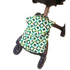 Bolsa Stokke moderna y con estilo, para utilzar sobre tu carrito Stokke Xplory.  Elige tu estampado favorito y personaliza este bolso cambiador a tu gusto.  El bolso se ajusta a la silla mediante dos cintas, para que no se mueva de su lugar durante el uso de la silla.  Dispone de cierre mediante tapa con velcro y tanca interior.
