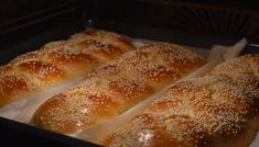 Αν θέλεις αφράτα γλυκά τσουρέκια, εδώ είναι η συνταγή που πρέπει να ακολουθήσεις! Υλικα: 1 κουτί ζαχαρούχο 2 κουτιά ζάχαρη (μετράμε με το κουτί απ το Pavlova, Greek Recipes, Aesthetic Food, Sweet Bread, Cooking Time, Hot Dog Buns, Cookie Recipes, French Toast, Food And Drink