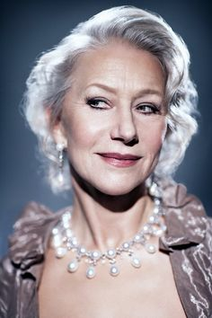 Helen Mirren by Ian Derry Helen Miran, Dame Helen, Woman In Gold, Mature Fashion, Famous Women, Celebs, Celebrities, Timeless Beauty, Famous Faces