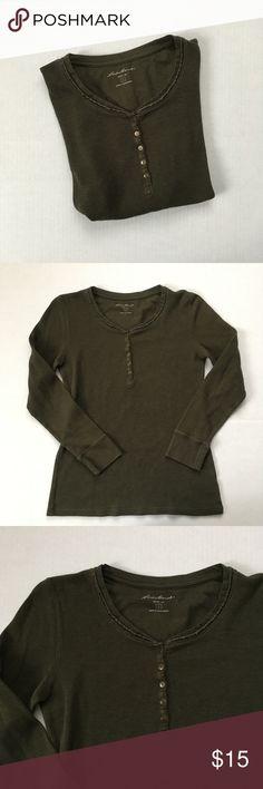 ba3f6623642f54 Dark green thermal Women's dark green Eddie Bauer thermal 1/4 button up  Neckline detail