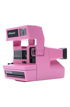 Absolutely in love with this iconic Polaroid 600 camera in pink.