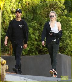 Joe Jonas & Sophie Turner Take a Stroll in LA Together