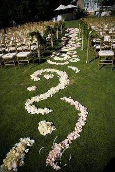 beautiful aisle decor with flower petals