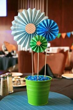 Diff kinda pinwheel centerpiece, stick shapes in the middleSimple & cute paper centerpieces for a robot birthday party. Used wooden skewers as stems and stuck into styrofoam. Covered the styromfoam w/ m's. - make with metallic pinwheelseasy birthday Pinwheel Centerpiece, Bucket Centerpiece, Paper Centerpieces, Simple Centerpieces, Birthday Party Decorations Diy, 90th Birthday Parties, 1st Birthday Centerpieces, Table Origami, Festa Party