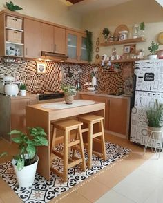 Manfaatkan Barang Lawas, Ini Ide Dekorasi Rumah Minimalis dengan LB 49 Small Apartment Kitchen, Home Decor Kitchen, Home Kitchens, Kitchen Ideas For Small Spaces, Modern Kitchen Design, Interior Design Kitchen, Home Room Design, House Design, Sweet Home