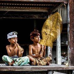 NGIRING MASIKIAN DRIKI - #nakbaline , photo olih @tu_hardi_im Anna Love, Bali Lombok, Places To Rent, Still In Love, Borneo, Ubud, Balinese, Kids Playing, Beautiful People