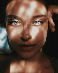 25 ideas for photography people portrait green eyes Pretty Eyes, Cool Eyes, Pretty People, Beautiful People, Beautiful Eyes Pics, Beautiful Freckles, Beautiful Roses, Beauty Makeup, Hair Beauty