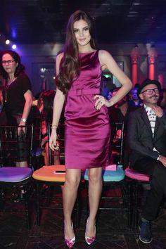 Camila Queiroz rouba a cena em evento de beleza em São Paulo