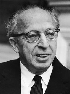 Quiet City By Aaron Copland Born November 1900 in Brooklyn, New York Died December 1990 in North T Read More. Aaron Copland, Great Thinkers, Good People, Amazing People, Classical Music, Are You The One, Find Art, Composers, Culture