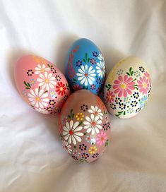 4 Hand bemalte Ostereier. Farbe echte Gans Eier, Lackfarben und mit wachs verziert. Die Tradition der bemalten Ei wieder in die Tiefen der slawischen Kultur.