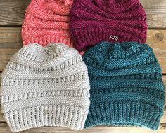 SherriHoch's CC copycat Beanie Loom Knit : LOOM: 72 pegs for child/small ad. SherriHoch's CC copycat Beanie Loom Knit : LOOM: 72 pegs for child/small adult (kb white ro Loom Knitting For Beginners, Round Loom Knitting, Loom Knitting Stitches, Knifty Knitter, Loom Knitting Projects, Easy Knitting, Crochet Pattern Free, Octopus Crochet Pattern, Loom Yarn