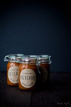 Printable jar labels // Homemade tomato rhubarb ketchup - via Savory Simple and Coco & Mingo