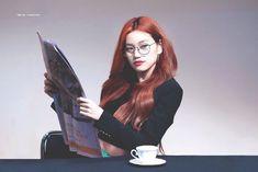 Netizens react to Weki Meki's Kim Do Yeon and her ability to 'get into character' during fan sign cosplay Kpop Girl Groups, Korean Girl Groups, Kpop Girls, Minho, Kim Doyeon, Fan Signs, Gfriend Sowon, Red Velvet Seulgi, Ioi
