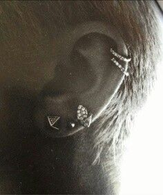 Ear piercings ♥ I kind want to get this...