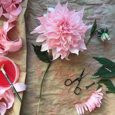Cafe au Lait dahlia - to hang onto our last Autumn days a bit longer. #WHPhandmade #paperflowers #papercraft #dsfloral