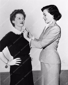 candid photo Bette Davis with wardrobe assistance 842-33