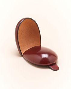 Probably the cutest handcrafted coin case I've seen so far. Il Bussetto Small Coin Case in Burgandy (open).