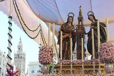 Las Santas Justa y Rufina en la procesión del Corpus Christi de Sevilla. #Sevilla #Seville #sevillaytu @Sevilla&Tú