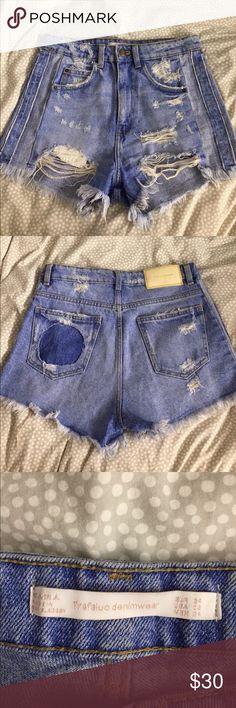 Zara jean shorts Brand new Zara jean shorts-NWOT size 2 Purchased this May 2017 Zara Shorts Jean Shorts