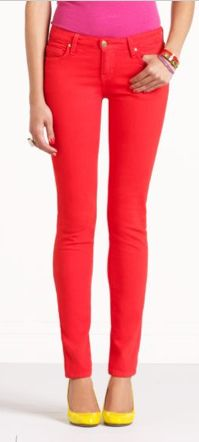 If I buy these jeans will my legs look like that? Urban Fashion, High Fashion, Fashion Beauty, Womens Fashion, Great Legs, Colored Jeans, Celebrity Style, Skinny Jeans, Street Style