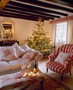 Old Fashioned Christmas - English Country Cottage Christmas Living Rooms, Cottage Christmas, Christmas Home, Simple Christmas, Christmas Chair, Christmas Items, Christmas Morning, Beautiful Christmas, White Christmas