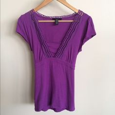 Banana Republic Top This is a great Spring top! The material is soft and stretchy so it's really flattering. Slightly worn but in good condition. Banana Republic Tops