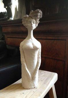 Clay figure, woman : Valérie Hadida