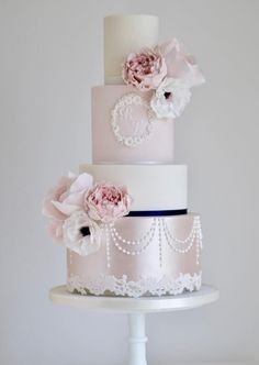 Featured Wedding Cake: Cotton and Crumbs; www.cottonandcrumbs.co.uk; Wedding cake idea.